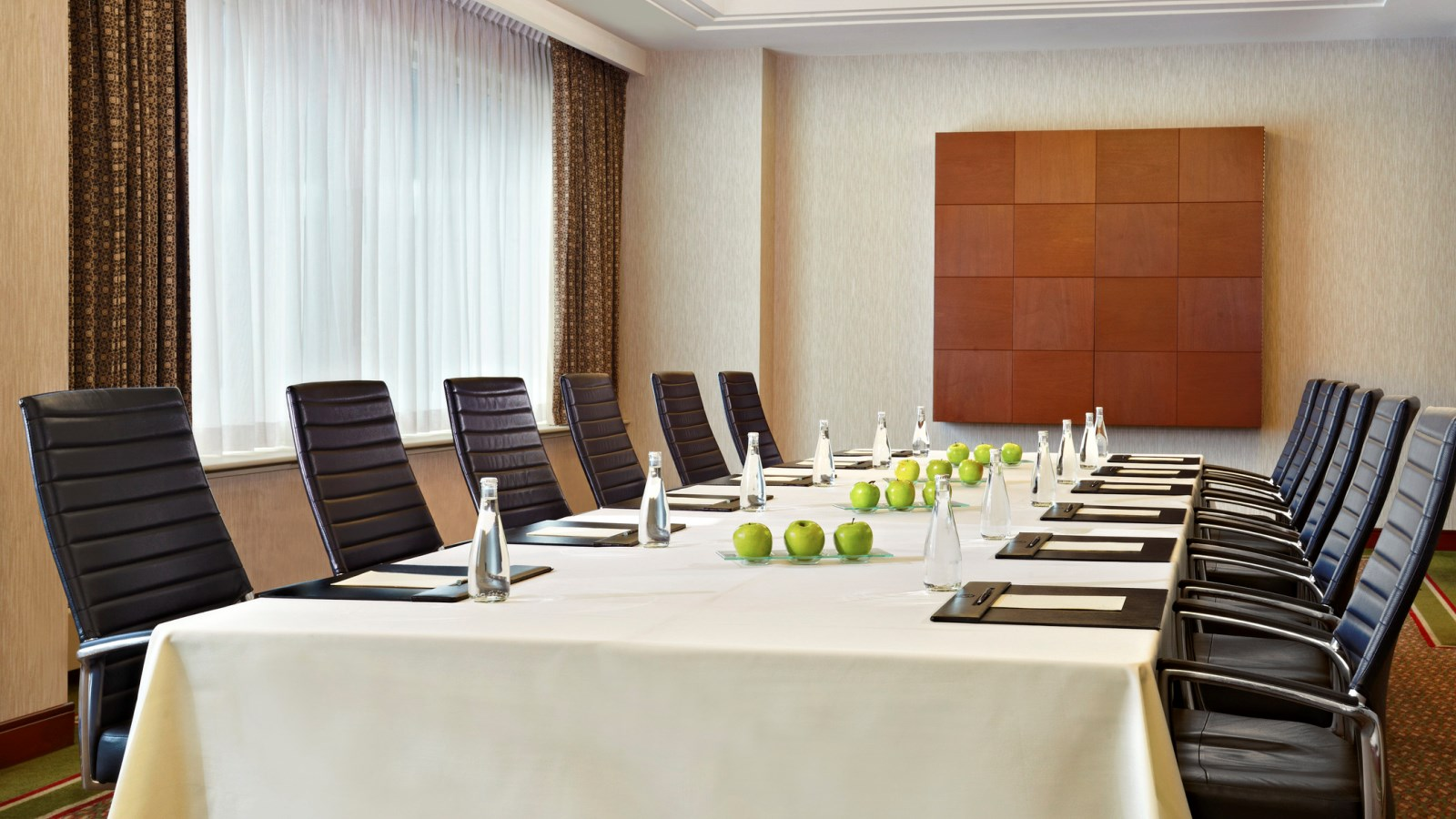 Simplify Your Meetings | Sheraton Suites Calgary Eau Claire