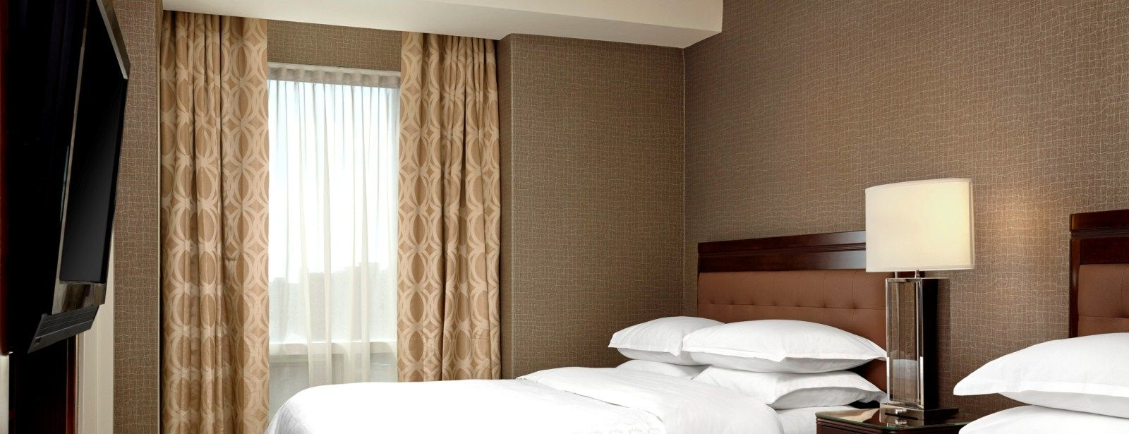 Sheraton Suites Calgary Eau Claire - Deluxe Two-Bedroom Hotel Suites